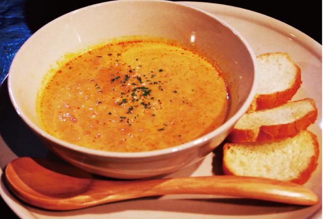 カニとビスクのスープ